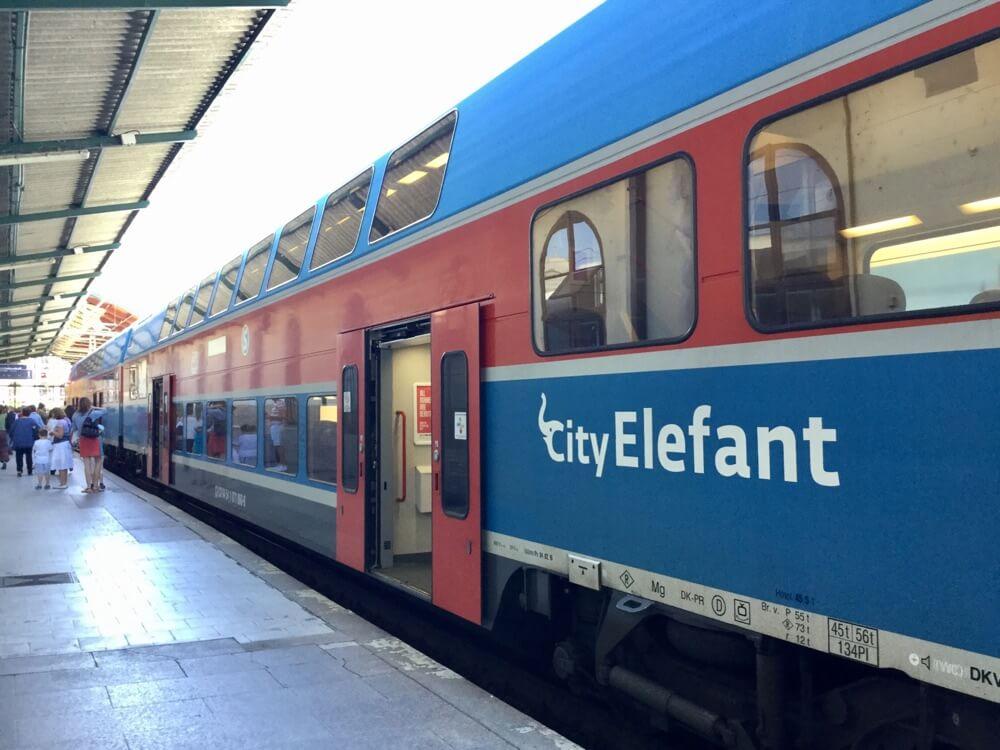 初めてエアビーを利用したチェコの列車